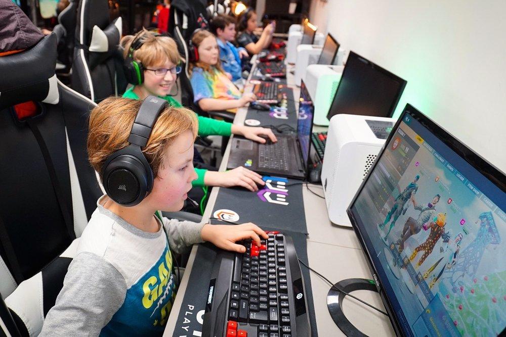 Kids Play Online Video Games